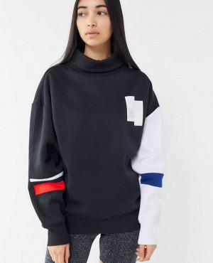 Colorblock Turtleneck Sweatshirt