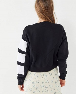 Geometric-3-Stripe-Cropped-Sweatshirt-RO-3009-20-(1)